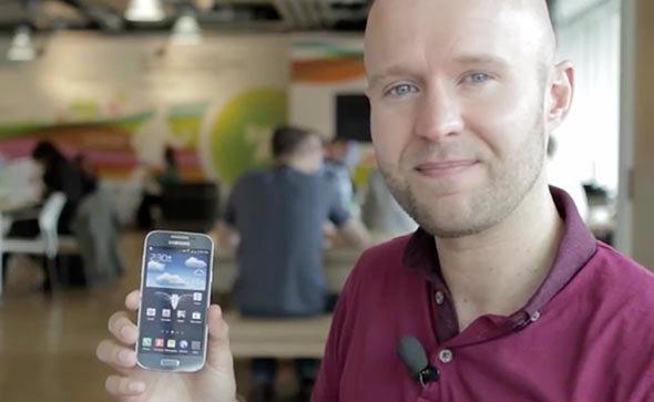 สื่อนอก ปล่อยคลิปวีดีโอ พรีวิว Samsung Galaxy S4 Mini ดูเครื่องจริงกันแบบเต็ม