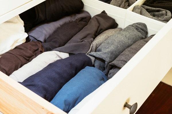 ทริคเด็ด จัดเสื้อผ้า (มหาศาล) อย่างไร ให้ตู้ใบน้อยของเราไม่พัง