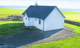 บ้านสีขาวสไตล์โมเดิร์นสวยสมบูรณ์แบบสำหรับครอบครัวขนาดเล็ก