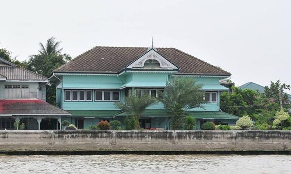 """""""บ้านเขียว"""" ของเจ้าของกิจการเดินเรือ บ้านทรงไทยหลังงาม ริมแม่น้ำเจ้าพระยา"""