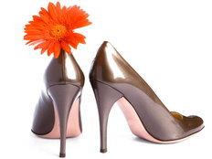 เลือกรองเท้าให้ถูกใจสาวๆตามราศี