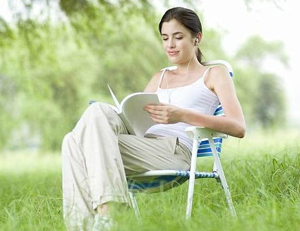 อ่านหนังสือ ฟังเพลง