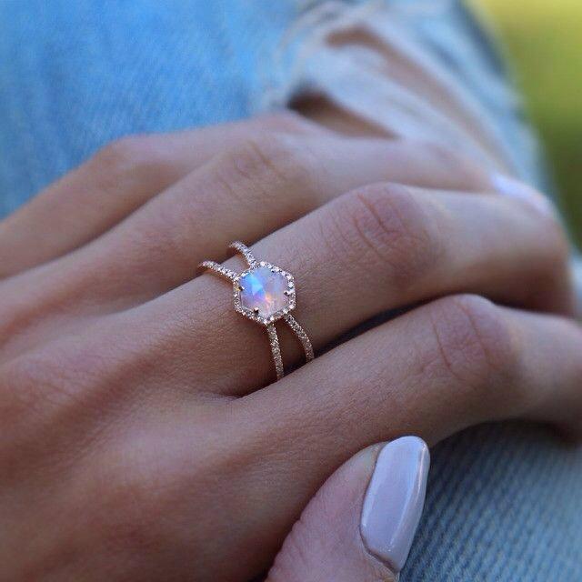 สวมแหวนเสริมดวง