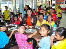 Bie Sukrit ชวนน้องกินข้าว