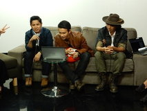 PAUSE LIVE CHAT