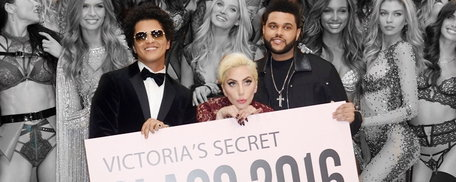 Lady Gaga, Bruno Mars, The Weeknd บนเวที Victoria's Secret 2016