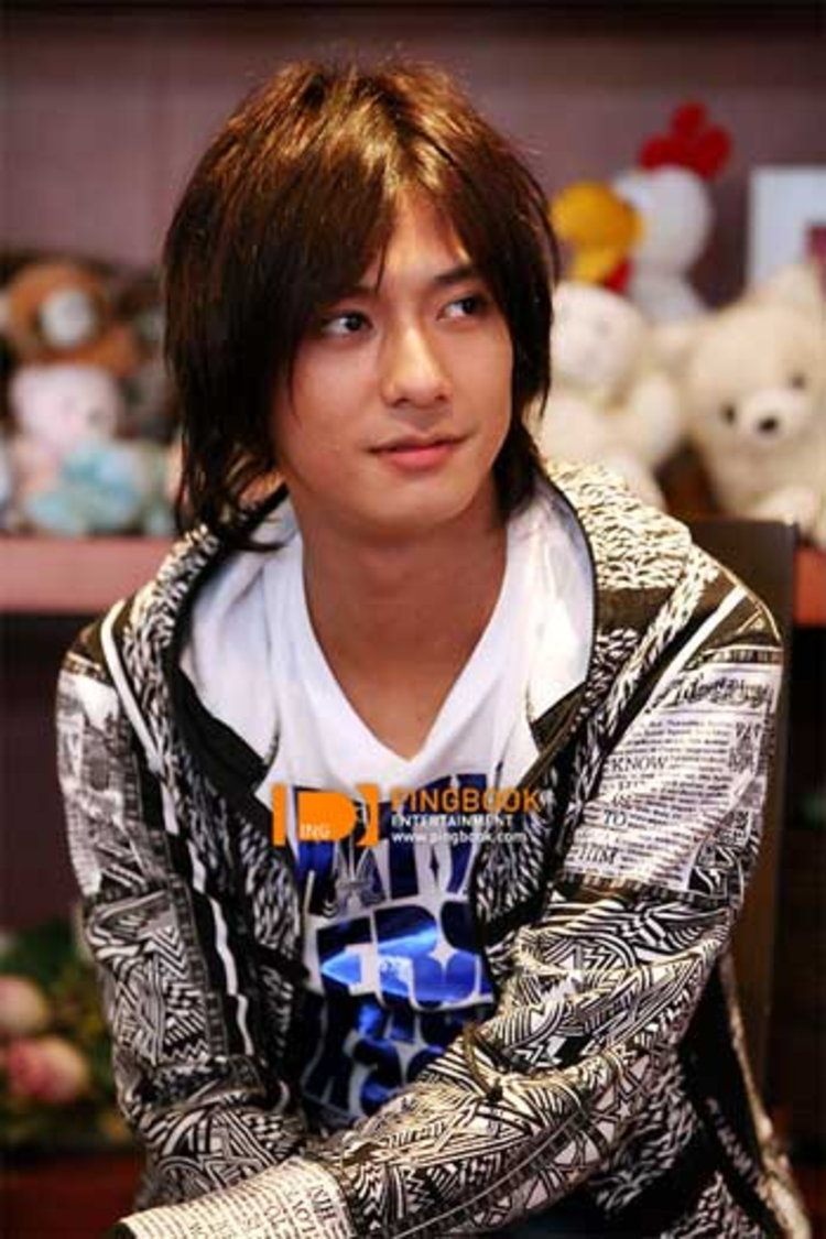 มาโกโตะ (Makoto) นักร้องนำลูซิเฟอร์ เผย..เวลาผมร้องเกะ ผมชอบร้องเพลงโดชิเตะของ โทโฮชินกิ