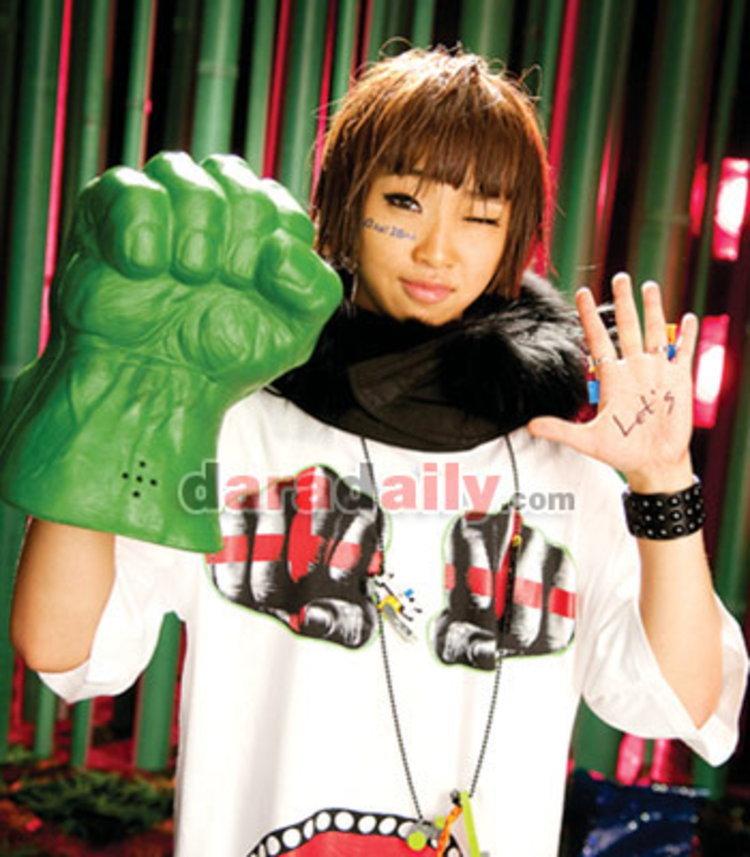 คงมินจี วง 2NE1 หยุดเรียนลุยงาน