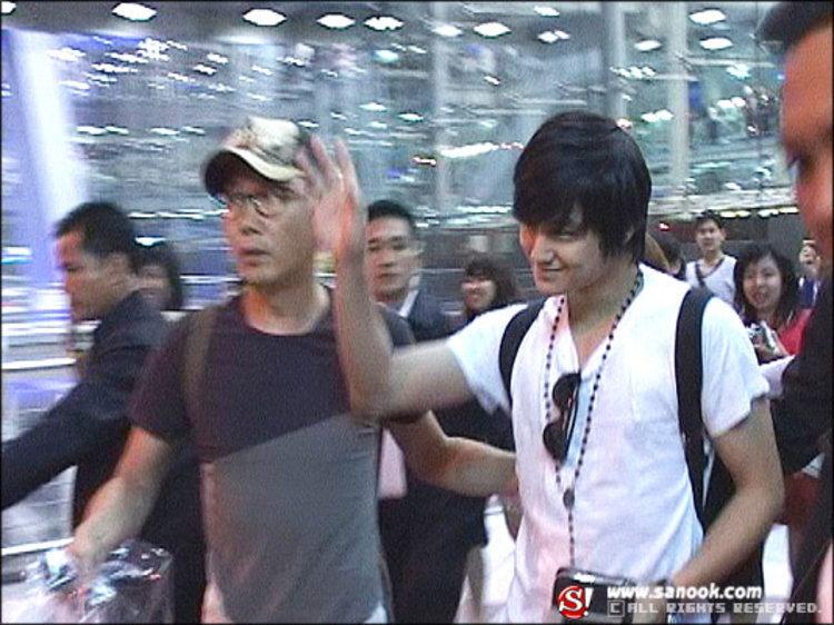 แฟนคลับกรี๊ด...คิมบอม เหินฟ้ามาถึงเมืองไทยแล้ว