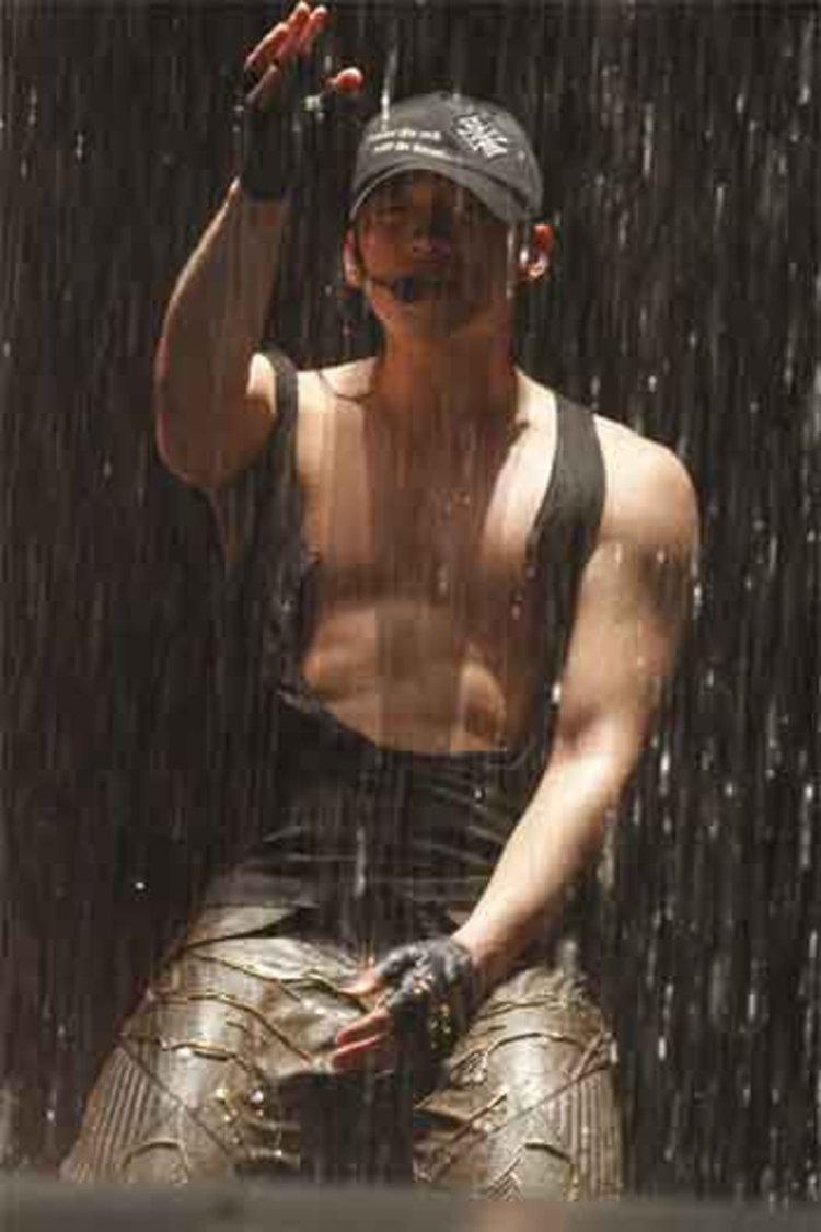 Rain จัดหนักโชว์ซิกแพคสุดเซ็กซี่ อลังการด้วยแสง สีเสียง!!