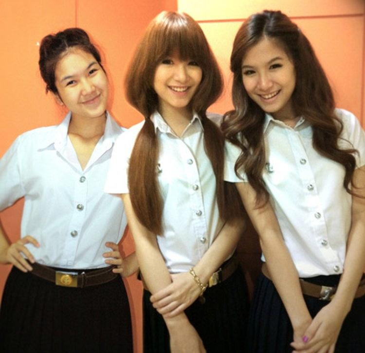 3 สาว เบสท์-บุ๊ค-พราว วง โอลีฟส์ ยิ้มปลื้ม เป็นน้องใหม่ในรั้วมหาวิทยาลัย