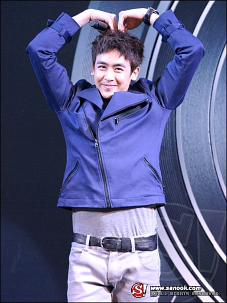เปิดตัวพรีเซ็นเตอร์ชื่อดัง นิชคุณ นักร้องหนุ่มจากวง 2PM