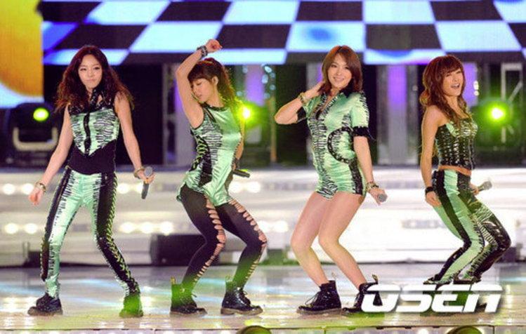 KARA, BIGBANG, SHINee, T-ARA ร่วมคอนเสิร์ต 2011 K-POP SUPER CONCERT