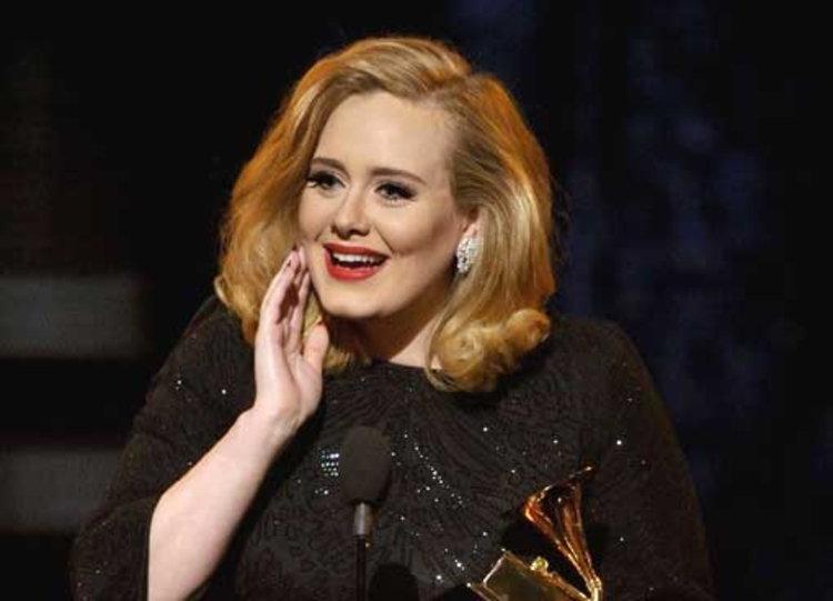 ADELE สุดเจ๋งคว้า 12 รางวัล Billboard Music Awards 2012
