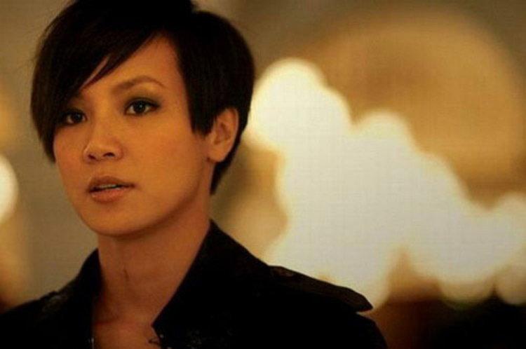 นักร้องป๊อปสตาร์ชาวฮ่องกง เหอวั่นซือ เผยภูมิใจเป็น เลสเบียน