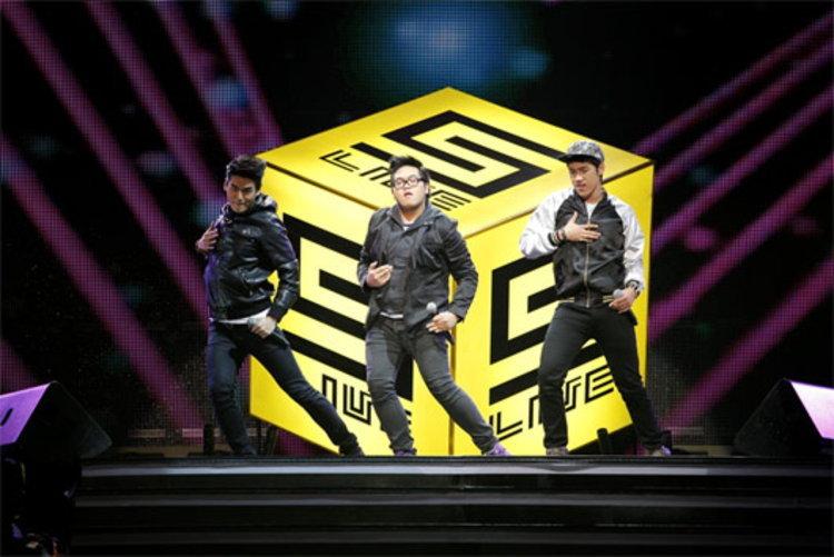 โดม-แกงส้ม-ฮั่น เลือกคู่มาจิ้นบนเวที Five Live Enter10 Concert