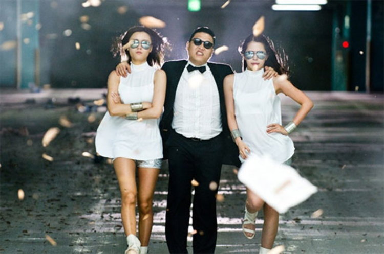 GANGNAM STYLE มิวสิควีดีโอทะยาน 400 ล้านวิวใน YouTube