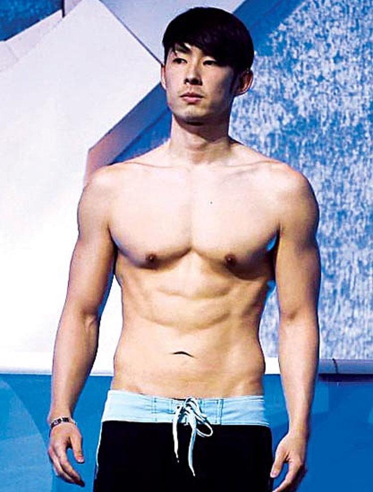 แซบ! แวนเนส F4 โชว์หวิวในชุดว่ายน้ำ!!