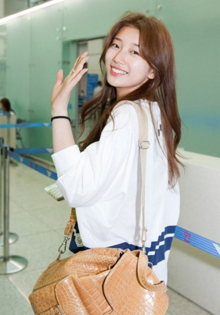 ซูจี (Suzy) อวดแฟชั่นสนามบินสไตล์สาวใส