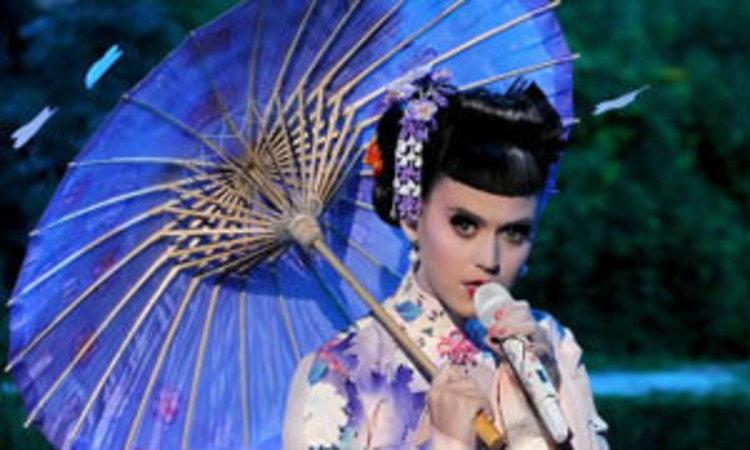 สวยงามหรือดูหมิ่น! เมื่อ Katy Perry แต่งเกอิชาขึ้นเวที AMA