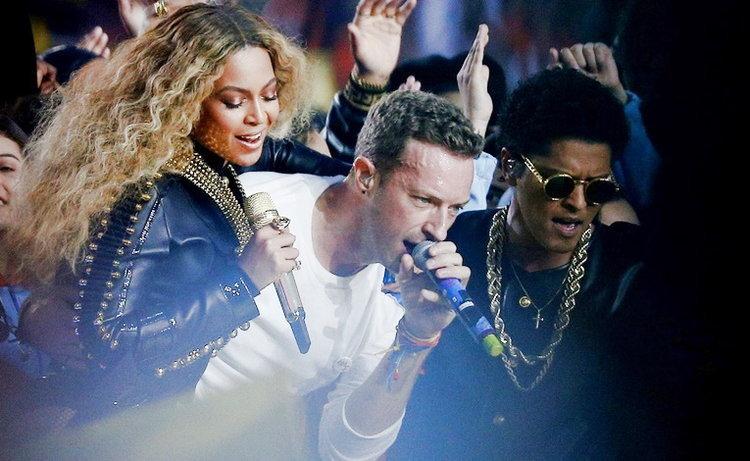 Coldplay, Beyoncé, Bruno Mars รวมพลังสะกดคนดูในโชว์ Super Bowl 50