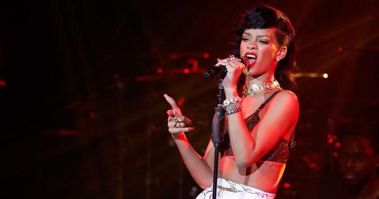 """Rihanna เตือน! """"อย่ามาจับโปเกมอนในคอนเสิร์ตฉัน"""""""
