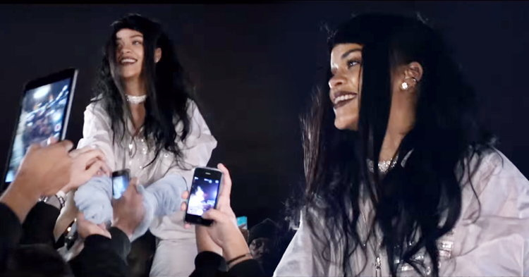 "Rihanna วิ่งกระโดดกอดแฟนเพลงในเอ็มวี ""Goodnight Gotham"""