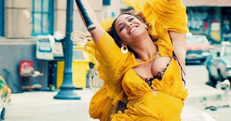 """Beyoncé สวยอลังใต้น้ำ ทุบกระจกรถเต็มแรงในเอ็มวี """"Hold Up"""""""