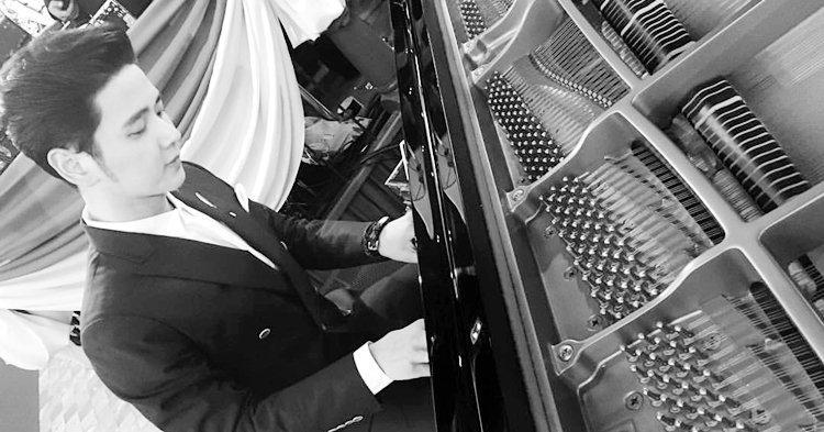 โต๋ ศักดิ์สิทธิ์ เล่นเปียโนเพลงพระราชนิพนธ์ ส่งเสด็จสู่สวรรคาลัย