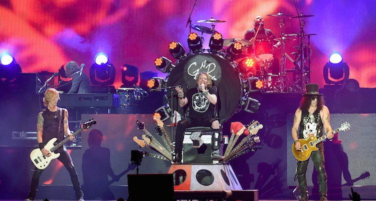 Guns N' Roses ทำเซอร์ไพรส์! ขายดอกกุหลาบรับเทศกาลวาเลนไทน์