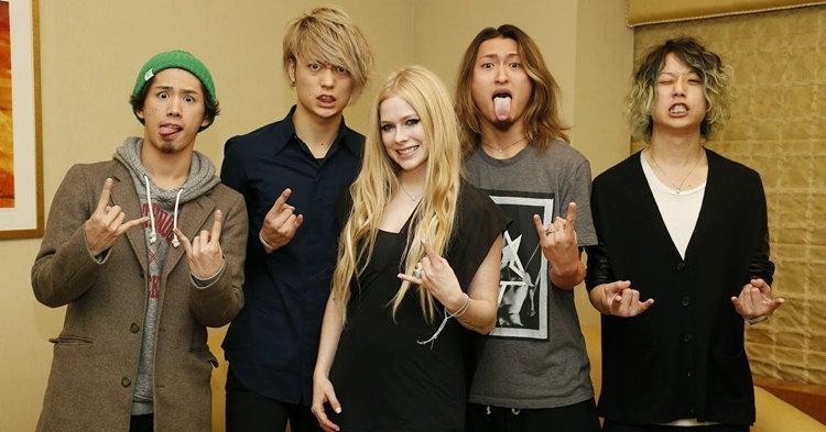 "Avril Lavigne ร่วมงานกับ ONE OK ROCK ในเพลงใหม่ ""Listen"""