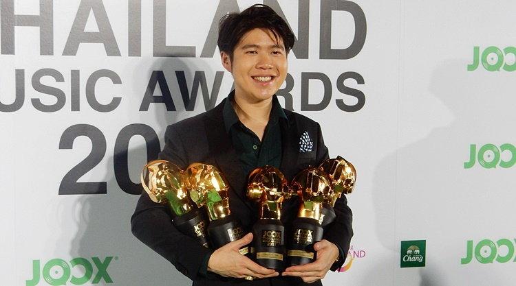อ้าวเฮ้ย! อะตอม กวาดเรียบ คว้า 5 รางวัลจากเวที JOOX Awards 2017