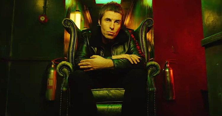 "Liam Gallagher เหน็บ Noel ในโซโล่แรกในชีวิต ""Wall of Glass"""