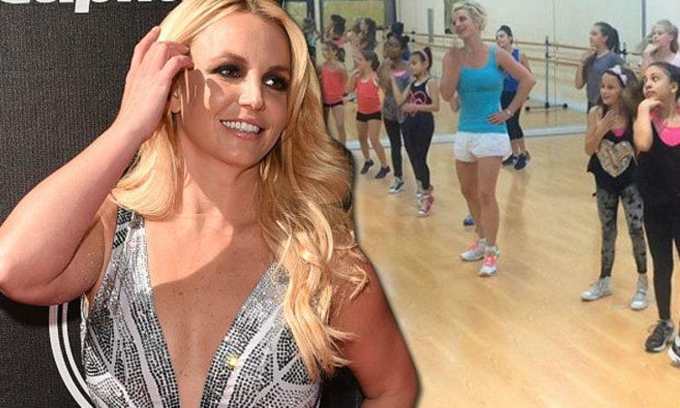 น่ารักมาก!! เจ้าหญิงเพลงป๊อป Britney Spears มาเซอร์ไพรส์เด็กๆในคลาสเต้น!