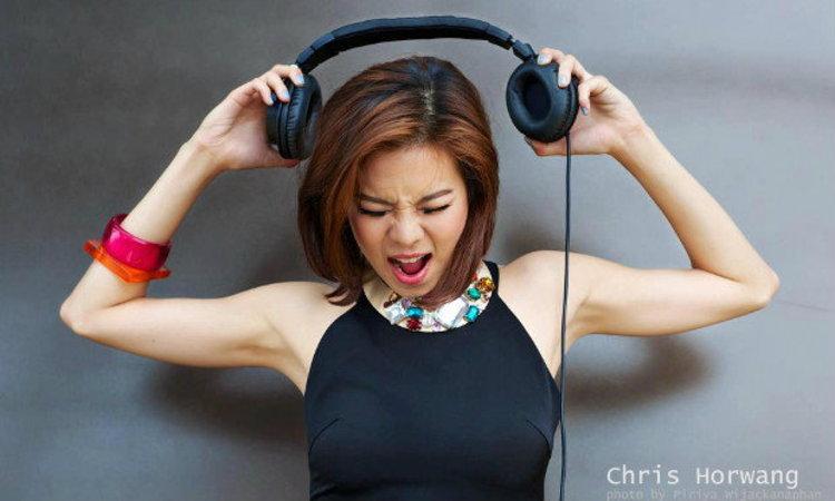 """เคยฟังกันไหม!! ผลงานเพลงของ """"คริส หอวัง"""" ในบทบาทนักร้อง"""