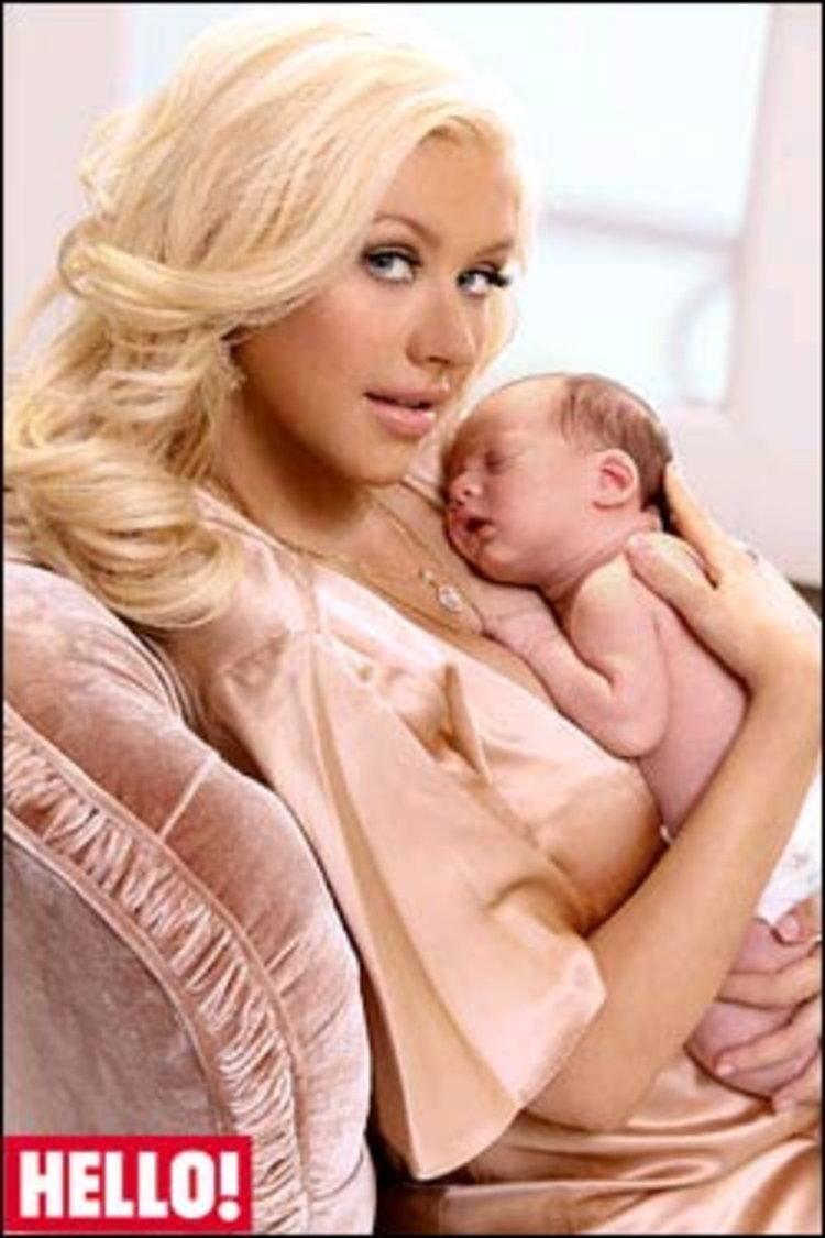 คริสตินา อากีเลร่า เปิดตัวลูกชายเป็นครั้งแรก