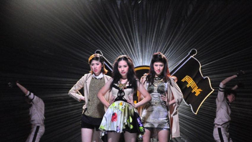 MV LOVEAHOLIC : เฟย์ ฟาง แก้ว
