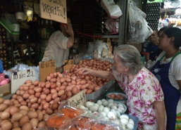 ผู้ค้าเผยหน้าร้อนดันราคาเนื้อหมู,ไข่ไก่ปรับขึ้น