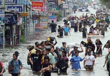 พิษน้ำท่วม ทำคนไทยตกงานครึ่งแสน !!