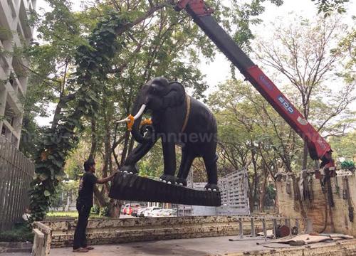 คลังย้ายช้างคู่ประจำกระทรวงส่งซ่อมศิลปากร