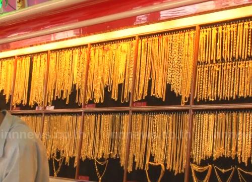 ทองขึ้น50บ.รูปพรรณขายออกบาทละ18,700บ.