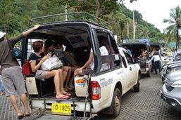 เกิดอุบัติเหตุรถสองแถวโดยสารบนเกาะช้าง