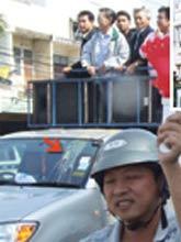 ตำรวจลำปางเร่งหาตัวคนปาไข่ใส่หน้า ชวน