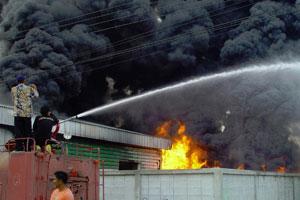 ไฟไหม้โรงงานที่นอนย่านปทุมฯ วอดหลายสิบล้านบาท