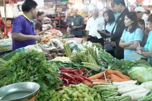 น้ำท่วมทำให้ราคาพืชผักพุ่งเท่าตัว