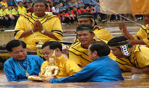 งานประเพณีอุ้มพระดำน้ำ และเทศกาลอาหารอร่อย จังหวัดเพชรบูรณ์ ประจำปี 2552